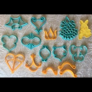 Vintage 15pc Plastic Cookie Cutter Set